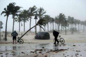 허리케인 '어마' 열대성 폭풍으로 약화…620만 가구 정전, 복구에 몇주 걸릴 듯