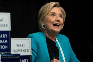 """힐러리, 대선 회고록서 """"트럼프, 변태 같았다"""""""