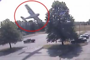 경비행기 나무에 충돌 후 추락 순간 포착