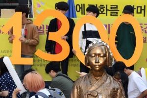 [서울포토] 1300차 수요집회와 소녀상