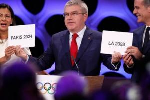 7년 뒤 에펠탑, 샹젤리제, 베르사유궁전에서 열리는 올림픽 경기는