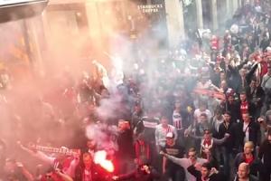 쾰른 팬들 2만명 밀고 들어가, 아스널전 65분 늦게 킥오프