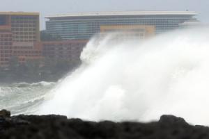 태풍 '탈림'은 북상중…서귀포 앞바다 파도 보니