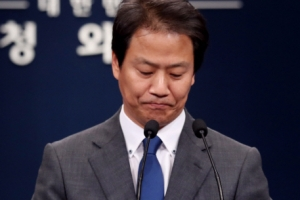 [서울포토] 박성진 사퇴·김명수 인준 입장 밝히는 임종석 비서실장 '착잡한 표정'