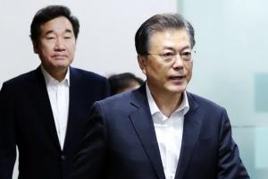 """무력시위 외엔 '뾰족수' 없는 靑… 文 """"北제재 철저 이행"""""""