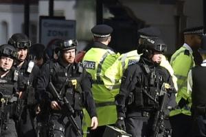 """런던 지하철 칸에서 출근길 테러발생 """"수많은 사람 다쳐"""""""