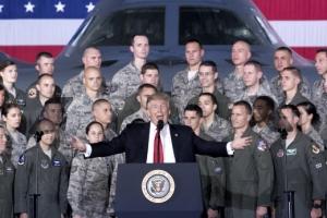 """트럼프 """"미국의 적 산산조각""""… 김정은 """"잡소리 못하게 할 것"""""""
