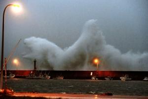 태풍 '탈림' 일본 열도 강타로 77만명 대피령…정전·산사태 피해 속출