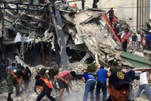 멕시코시티서 규모 7.1 강진…빌딩 무너지고 수만명 대피