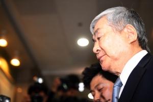 """'회사돈 유용 혐의' 조양호 16시간 경찰 조사 후 귀가 """"성실히 임했다"""""""
