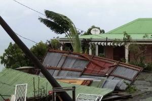 허리케인 '마리아' 카리브해 섬들 강타…지붕 날아가고 전기 끊기고 피해 속출
