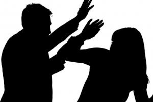 """""""왜 대답을 안 해""""…여자친구 머리카락 가위로 자르고 폭행"""