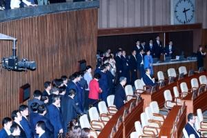 [속보] 김명수 대법원장 후보자 임명동의안, 국회 본회의 표결 시작