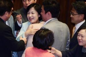 """김명수 인준안 통과…靑 """"대법원장 공백 없이 가결돼 다행"""""""