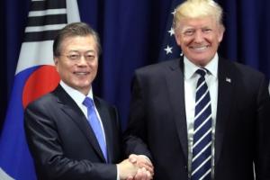 [서울포토] 악수하는 문재인-트럼프