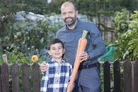 할아버지와 6살 손자가 함께 키운 1.2m짜리 당근