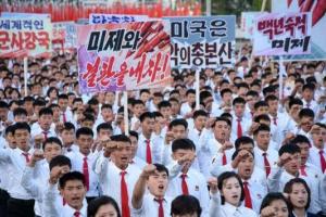 """北, 10만 군중 집회…""""최고 사령관 동지께서 명령만 내리시면"""""""