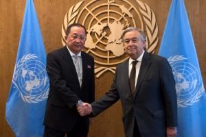 [포토] 유엔 사무총장과 만난 북한 리용호 외무상