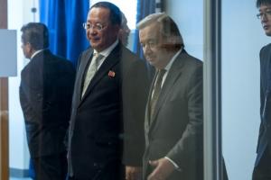 [포토] 접견실로 향하는 리용호 북한 외무상과 구테흐스 유엔 사무총장