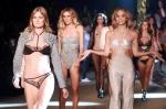 란제리 패션쇼, 모델들의…