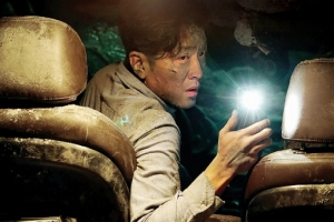 [한가위 TV 가이드] 쓸쓸한 혼족씨, 하정우표 '터널' 지나면 성룡 형님이 기다리십니…
