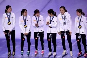 [포토] 금메달 목에 건 한국 여자 쇼트트랙 대표팀