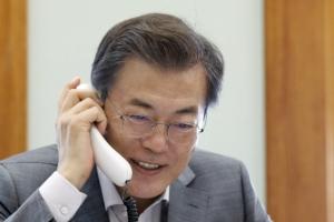 """""""아베 축하합니다""""…文대통령, 아베 日총리에 총선 승리 축하 전화"""
