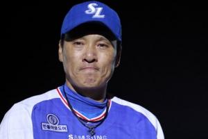 """""""난 정말 행복한 선수"""" 이승엽 36번 유니폼 반납 '눈물'"""