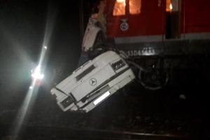 러시아서 운행 중 열차 버스와 충돌 16명 숨져