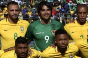 브라질 대표팀 킥오프 전 기념촬영했는데 12명 웬일일까