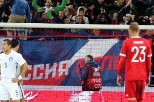 한국, 러시아에 2-4 패…자책골 2골 포함 '총체적 난국'