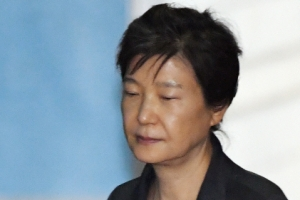 """[속보] 법원, 박근혜 구속 연장 여부 심리 마무리…""""이번 주 안에 결정"""""""