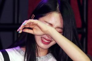 [포토] '힘들게 나왔습니다~' 걸그룹 해시태그 '눈물 펑펑'