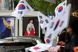 """유영하 """"박근혜, 콜로세움에 혼자 남겨져…광장 광기 막아달라"""""""