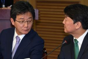 [서울포토] 안철수 대표와 유승민 의원의 만남