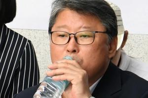 '친박' 조원진, 박근혜 구속 연장 반대 무기한 단식농성 돌입