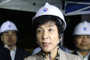 김영주 장관 '의정부 타워크레인 사고' 현장 방문…재발 방지 약속