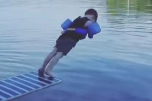 '다이빙 참 어렵다' 4살 아이의 배치기 입수