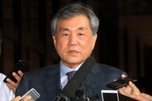 'MB국정원 전방위 공격 피해자' 이상돈 의원 검찰 출석