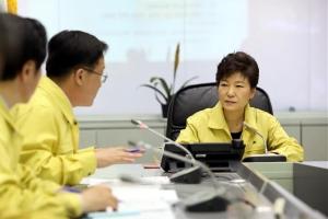 靑, '세월호 대통령훈령 조작' 수사의뢰…김기춘·김관진 포함