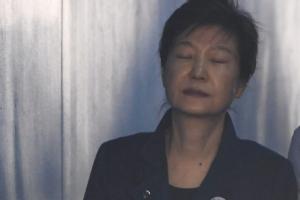 """법원, 박근혜 전 대통령 구속 연장 결정…""""증거인멸 염려"""""""