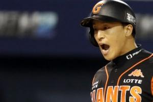 손아섭, 천금 같은 연타석 홈런…포스트시즌 20번째