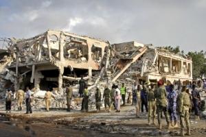 소말리아, 사상 최악 폭탄테러···실종 70여명·사망자 400명 추정
