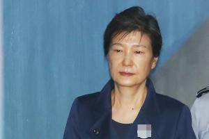 한국당, 박근혜 전 대통령 사실상 '출당'…'탈당 권유' 징계 결정
