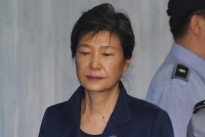 """""""법치 빌린 정치보복""""  박근혜, 재판 보이콧"""