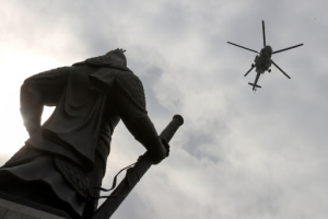 '비행 제한' 광화문서 경찰 헬기 저공비행