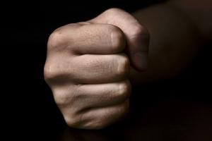 79세 경비원, 40대 남성에 '묻지마 폭행' 당해 전치 7주 중상