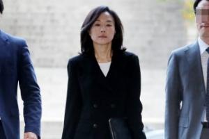 [포토] 약 3개월 만에 모습 드러낸 조윤선…항소심 첫 공판 출석