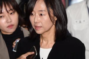 [서울포토] 취재진 질문받는 조윤선 전 장관