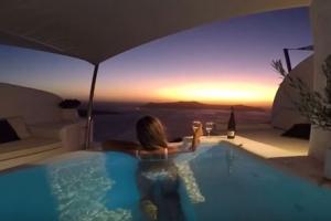 객실과 통한 바다 전망 개인풀 보유한 환상적 호텔